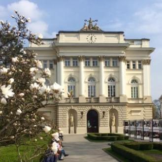 Campus universitario in primavera