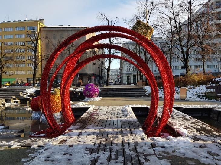 Addobbi natalizi in piazza Grzybowski